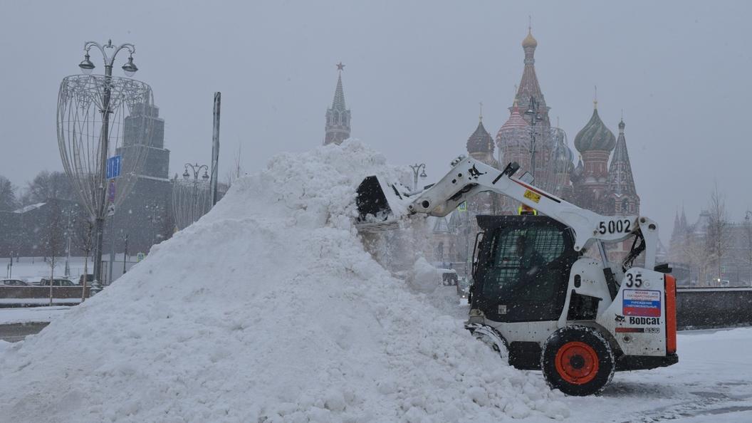 Военные подключились кборьбе споследствиями сильного снегопада в столицеРФ