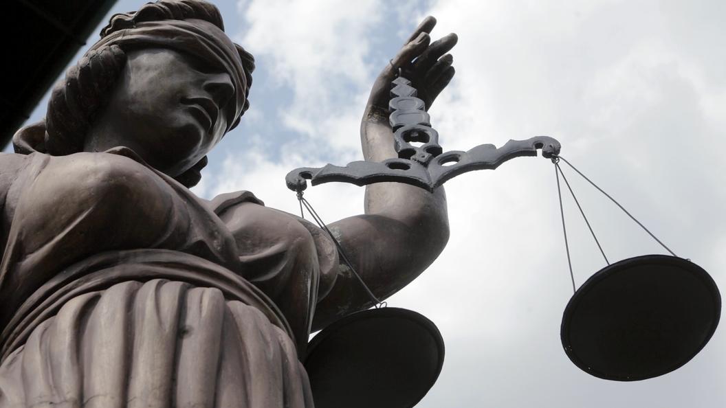 Суд оставил под арестом экс-губернатора Сахалина Хорошавина