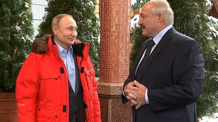 Лукашенко стал нападающим вместе с Путиным: Президенты России и Белоруссии сыграли в хоккей