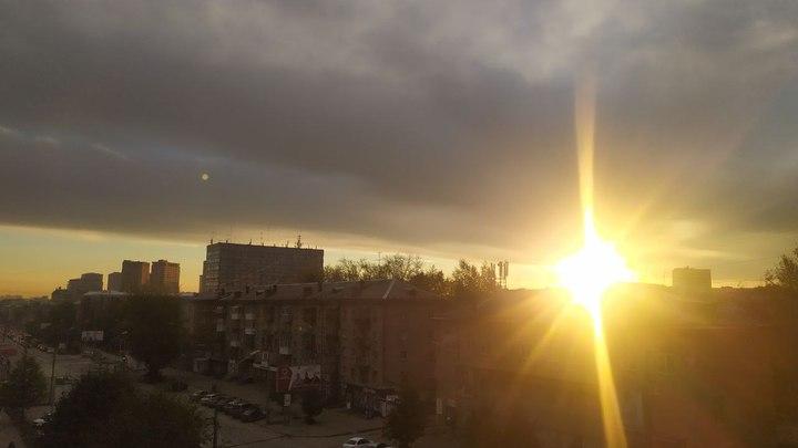 Новосибирцы восхитились ярким осенним рассветом 29 сентября