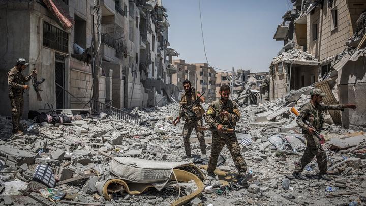 США вбомбили Ракку даже не в каменный век. А просто в бетонную пыль