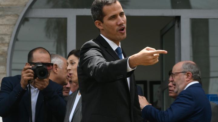 Иностранные дипломаты спасли Гуайдо от ареста в Венесуэле - СМИ