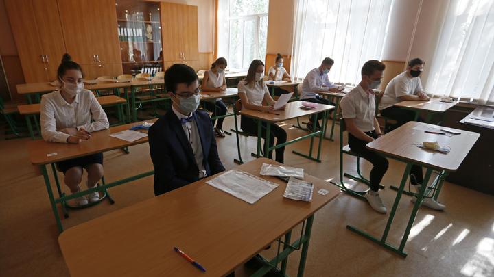 Школьников и родителей в России напугали немедленной изоляцией: Новые правила Роспотребнадзора