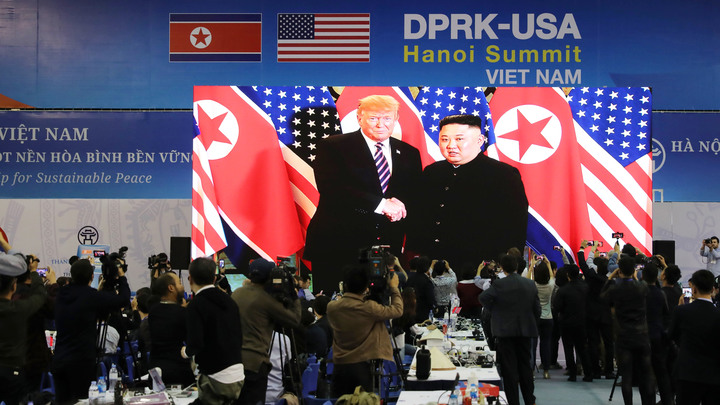 У нас будет очень занятой день завтра: Трампа воодушевила встреча тет-а-тет с Ким Чен Ыном
