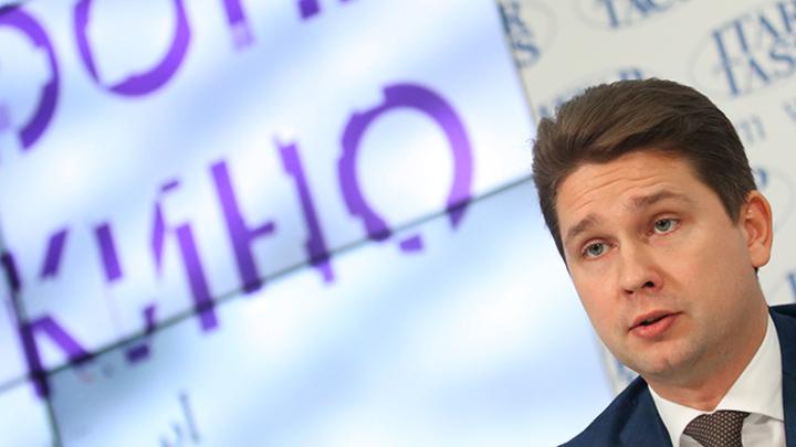 Проворовался: Медведев уволил главу Фонда кино