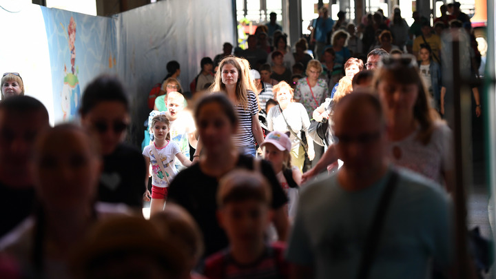 Нарастает паника: Свыше 1000 российских туристов по-прежнему не могут покинуть Хайнань