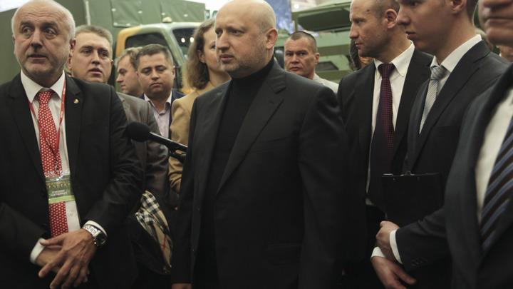 Кровавый пастор Турчинов пообещал резать пальцы граждан России в украинских аэропортах