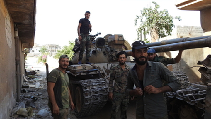 Двойная атака боевиков в Идлибе: 450 террористов попытались прорваться под прикрытием пикапов и танков