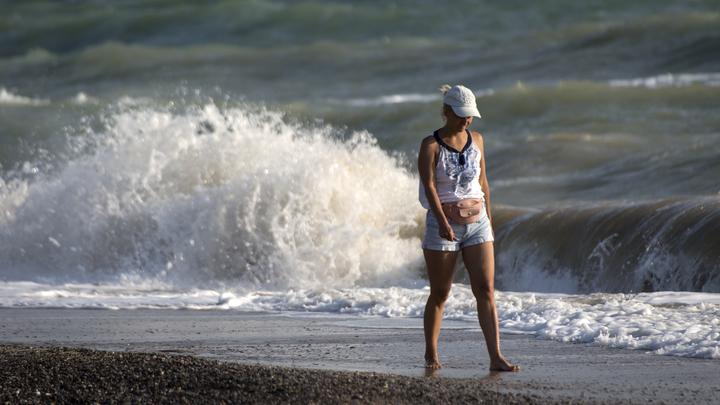 Шторм и сильное течение: Из-за непогоды купание на всех пляжах Анапы запретили