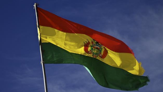 В Боливии автобус на полном ходу врезался в скалу, много погибших