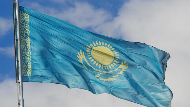 В Казахстане перевернулись вагоны пассажирского поезда - видео