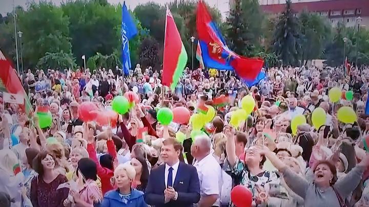 Бабий бунт в Белоруссии повторит судьбу Гонконга? Прекрасная половина Минска пришла с зонтиками