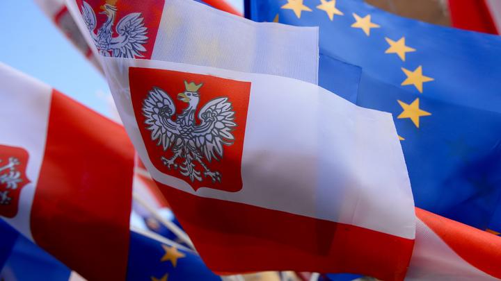 Польша заступилась за Венгрию, которую ЕС обвиняет в жесткой миграционной политике