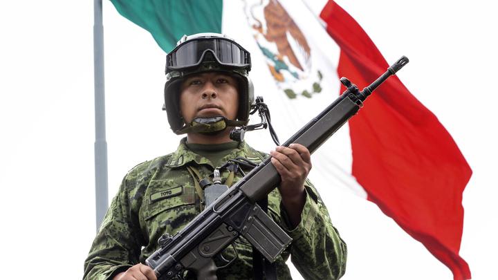 В Мексике не менее семерых рабочих погибло при строительстве торгового центра