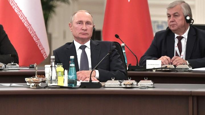 Когда-то вы были врагами: Зал с одобрением выслушал строки Корана, процитированные Путиным