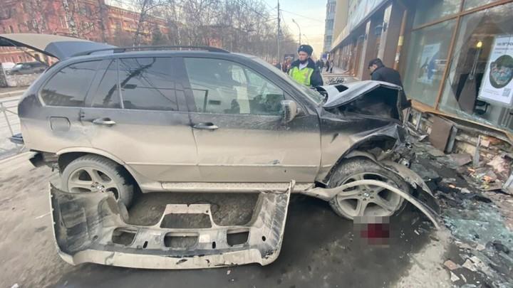 Появились новые подробности аварии с BMW X5 в центре Новосибирска