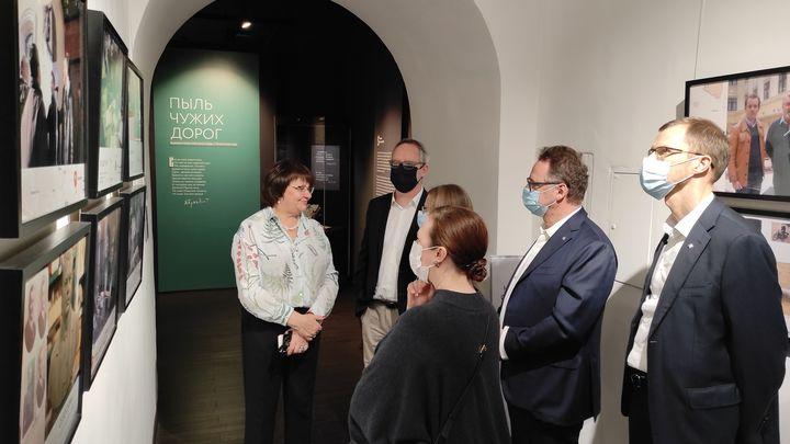 Потомки белоэмигрантов посетили владимирскую выставку «Пыль чужих дорог»