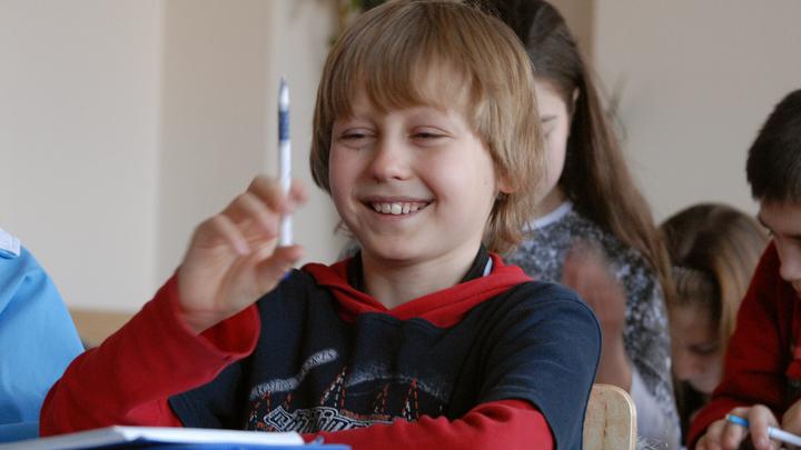 Получат по миллиону: В Томской области образовалась очередь из желающих учить сельских детей