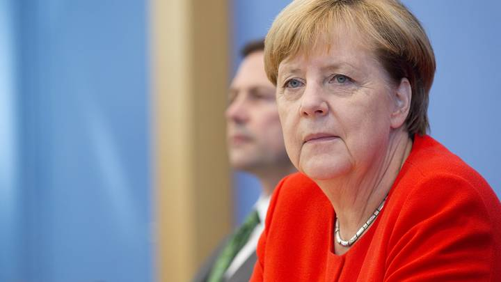Меркель потребовала от Турции освободить задержанных граждан Германии