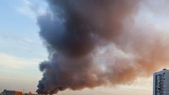 Миллиарды в огне: Эксперты подсчитали стоимость горящего на МКАД стройрынка