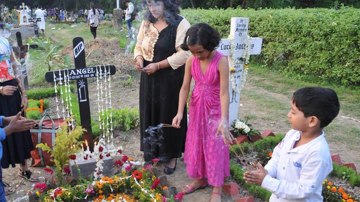 Вдруг зашевелилась: Умершая девочка ожила за мгновение до погребения