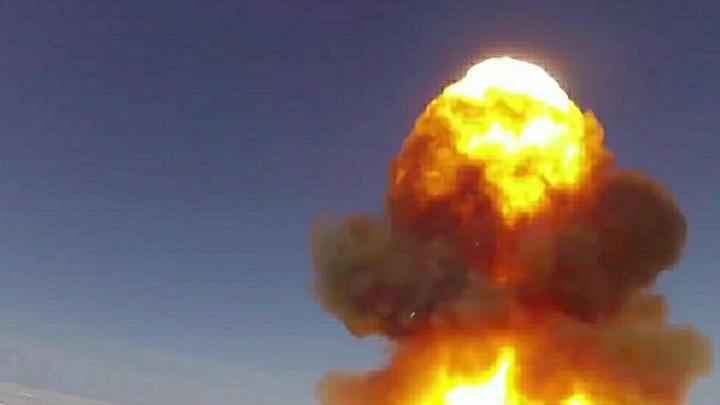 Горящий шар на бескрайних просторах: Минобороны показало пуски Булавы и Синевы на видео