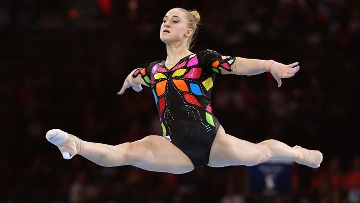 Лилии для Лилии: Олимпийскую чемпионку Ахаимову в Пулково завалили цветами — видео