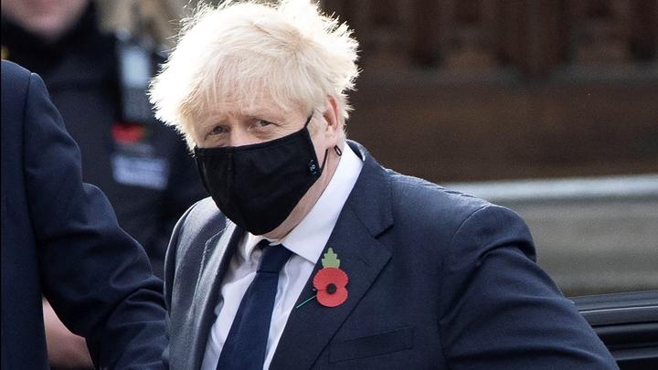Британский премьер закрылся в своей резиденции из-за сомнительного контакта