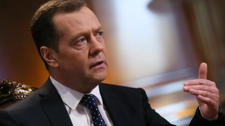 Нужно ещё больше чиновников: Медведев разъяснил главные потребности России