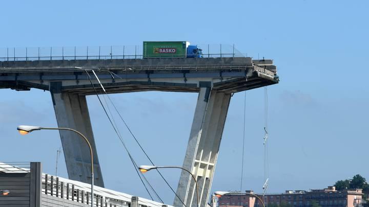 Упавшие с 80-метровой высоты моста в Генуе украинцы отделались синяками и ушибами