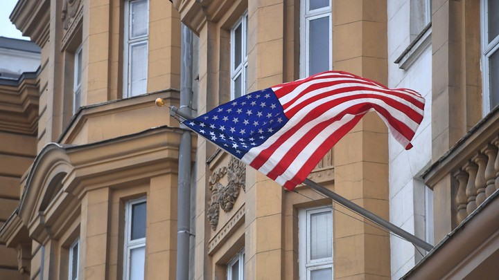 «Страдать в застенках тюрем США недопустимо»: Возле американского посольства в Москве прошла акция протеста