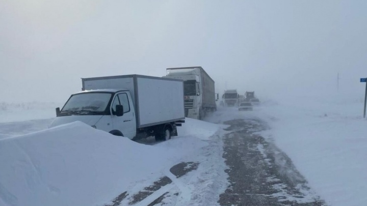 В Челябинской области автомобильные дороги перекрыли до 9 часов утра 26 февраля