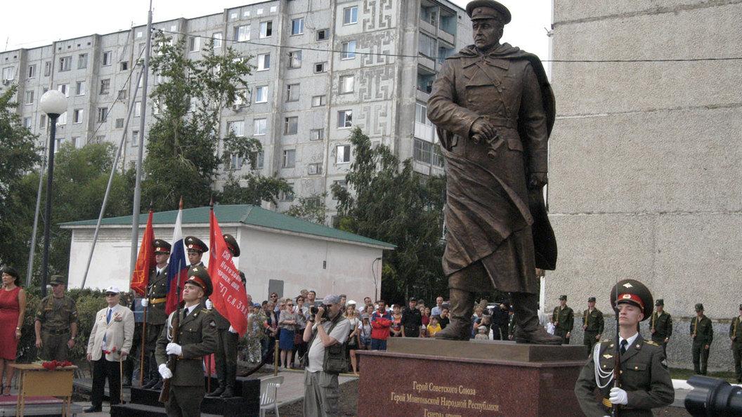 В России появился первый памятник герою Ивану Федюнинскому