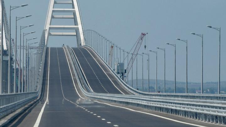 Два корабля украинских ВМС будут проведены под Крымским мостом