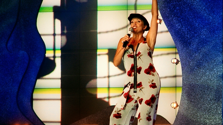 Ощутила себя окурком?:  Вайкуле отправили петь домой после слов о Золотом граммофоне
