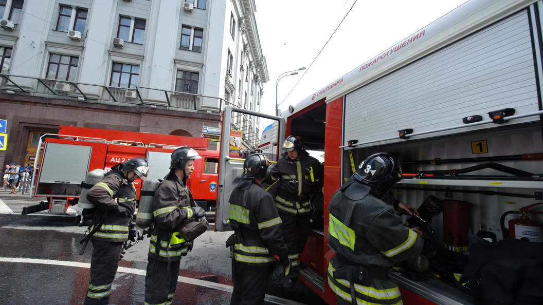 Из горящего психоневродиспансера в Москве эвакуировали почти полтысячи человек