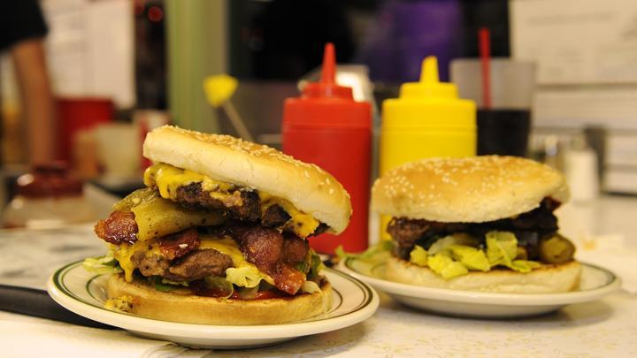 Самое опасное блюдо фастфуда: Диетолог предупредила любителей быстрого питания