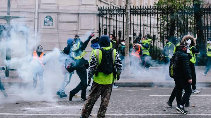 Власти Франции склонились перед «желтыми жилетами»: Объявлен годовой мораторий на повышение налогов