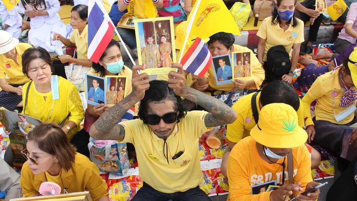 Король Таиланда нарушил 40-летнее молчание, чтобы признаться своему народу в любви