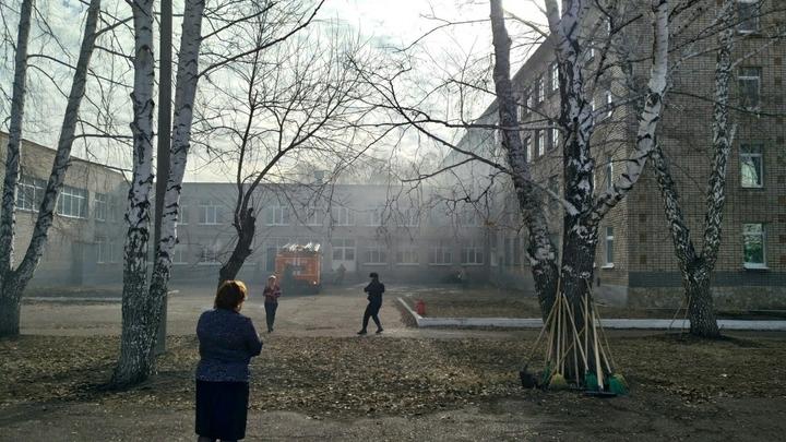 Школьник из Башкирии пошел в атаку на учителей и одноклассников с нацистской свастикой на рукаве