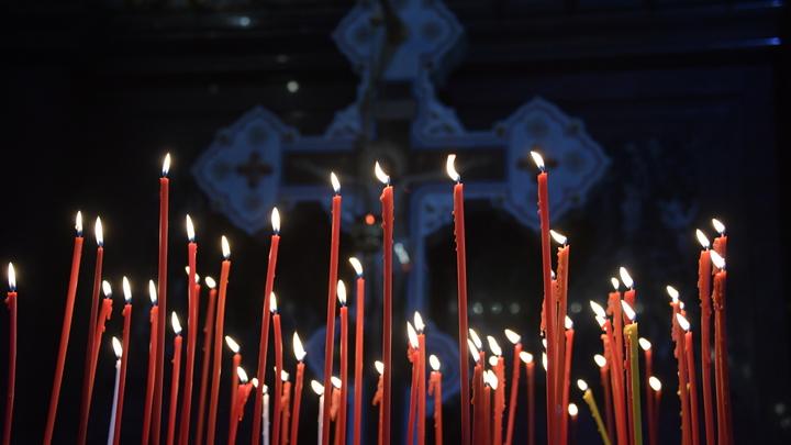 В Екатеринбург доставили Благодатный огонь из Иерусалима