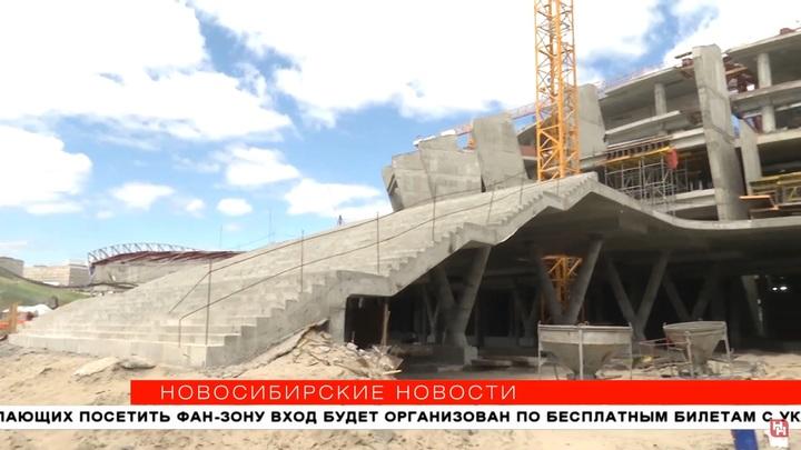 В Новосибирске к новому ЛДС пристроили большую парадную лестницу