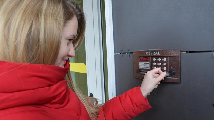 В Шуе объявились серийные вандалы, которые портят домофоны