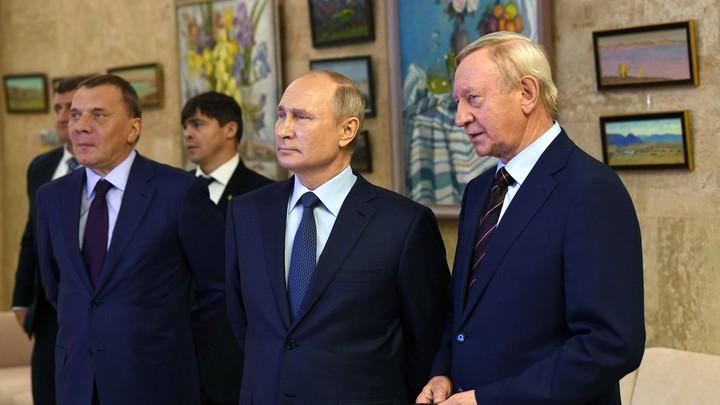 Путин без маски: Кремль объяснил, почему президент в Сарове был без СИЗ