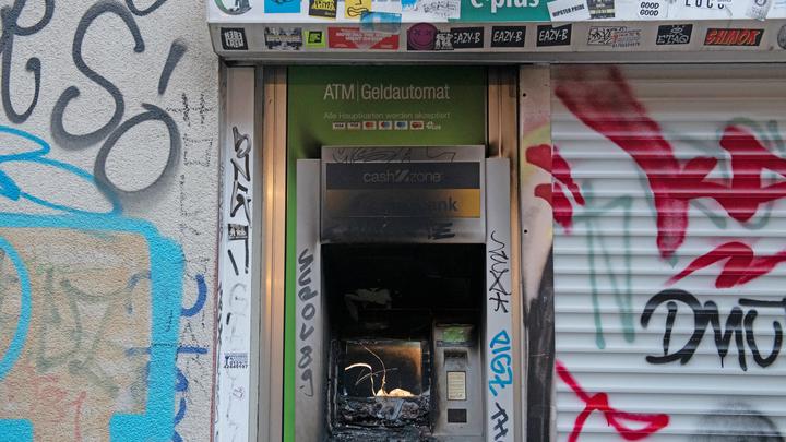 Опасные банкоматы в США и Великобритании: Эксперты объяснили, чего стоит опасаться нашим туристам