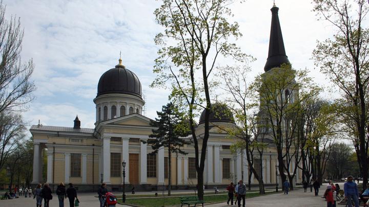 В центре Одессы подорвали автомобиль