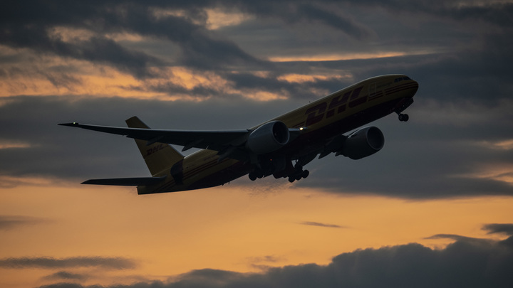 Разбитый нос и лицом в пол: Пассажиры самолёта наказали нерадивого британца