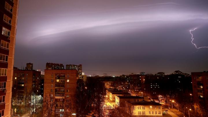 «Желтый» уровень опасности продлен: На Москву надвигается непогода
