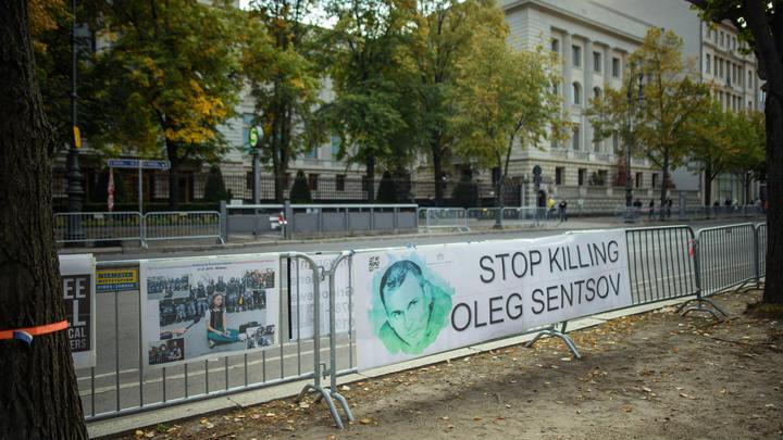 Украинские патриоты готовы оплачивать отпуска Навального? Витязева задала неудобный вопрос бывшему пленнику Кремля
