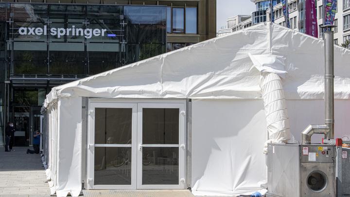 «Вигвам с уколами»: прививочный шатер, ставший мемом, примет петербуржцев в понедельник